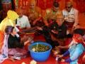 Sejumlah pemangku adat Raja Mamuju melakukan melakukan ritual seusai \