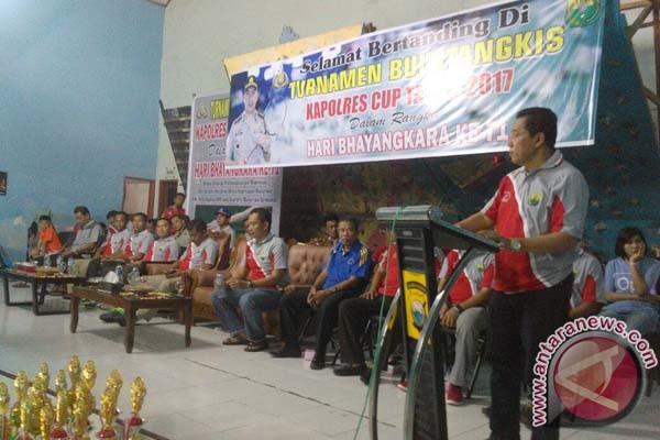 Wabup Sinjai Tutup Turnamen Bulutangkis Kapolres Cup