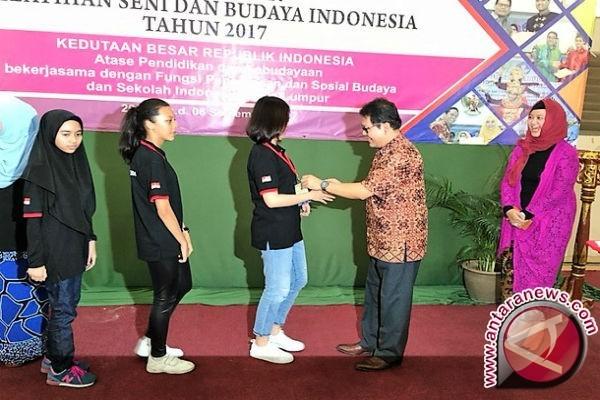 Guru-Pelajar Malaysia Ikuti Pelatihan Seni Budaya Indonesia