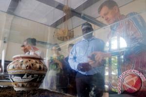"Konjen Australia Gelar Pameran ""Budjung"" Di Makassar"