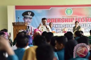Gubernur Sulsel Berbagi Ilmu Kepemimpinan Bagi Mahasiswa