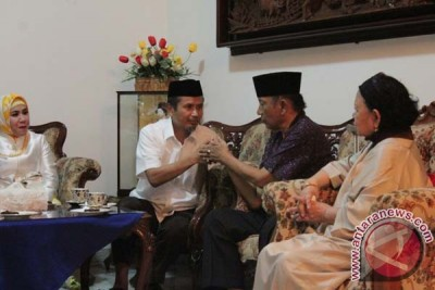 Pilgub Sulsel Palaguna Restui Pasangan Nurdin-Aziz