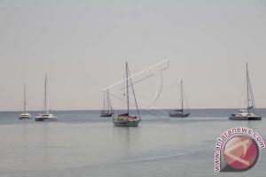 Belasan Yacht Tiba Di Pantai Tedys Kupang