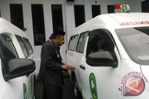 Bupati Sinjai Serahkan Mobil Ambulance Jenazah