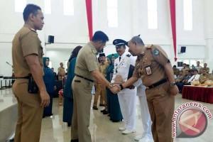 Gubernur Serahkan Penghargaan Lomba Desa Dan Kelurahan