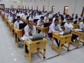 Peserta bersiap mengikuti ujian menggunakan Computer Assisted Tes (CAT) Calon Pegawai Negeri Sipil (CPNS) Kementerian Hukum dan HAM (Kemenkumham) di Kampus Stie Amkop jalan Pandang, Makassar, Sulawesi Selatan, Selasa (12/9). Sebanyak 11 ribu lebih peserta CPNS Strata satu (S1) dan SLTA mengikuti tes tersebut mulai 11-16 September 2017, sementara kouta untuk penerimaan pegawai Kanwil Kemenkumham Sulsel sebanyak 651 orang yang akan ditempatkan di Lapas, Rutan dan kantor Imigrasi setempat. ANTARA FOTO/DARWIN FATIR/Spt/17