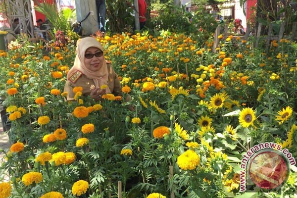 Penyelenggara Sebar 22.000 Bunga Di F8 Makassar