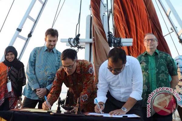 Makassar-Prancis Tandatangani MoU Di Atas Pinisi