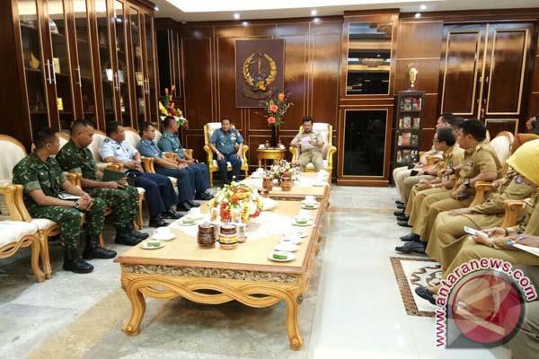 Gubernur Minta HUT TNI Tampilkan Kekuatan Militer