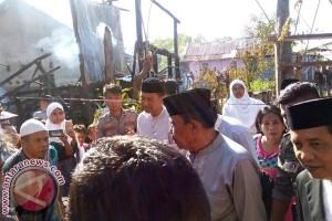 Bupati Sinjai Kunjungi Korban Kebakaran Kelurahan Balangnipa