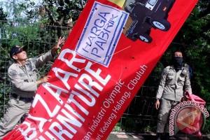 Bapenda Makassar Robohkan Papan Reklame Liar