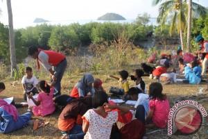 Tim ENJ UNM Kembangkan Sekolah Bahari Di Pulau Jampea