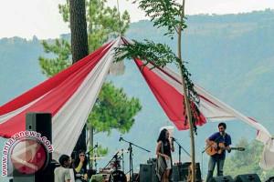 Ratusan Pengunjung Padati Fetival Musik Hutan