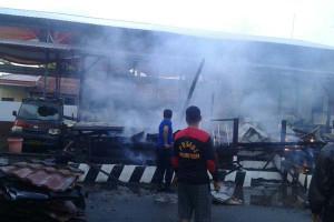 Diduga Arus Pendek Mapolres Selayar Terbakar
