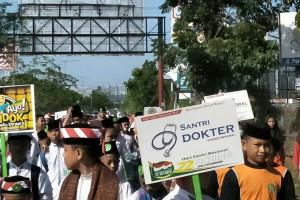 Pawai Akbar Meriahkan Hari Santri Di Makassar