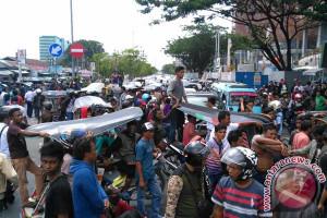 Protes Daring Sopir Angkot Makassar Blokade Jalan