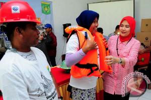 Legislator DPR Bantu Nelayan Pulau Dengan K3