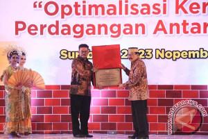 Syahrul Beri Gelar Kehormatan Untuk Gubernur Jatim