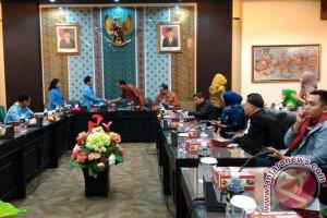 Penyebaran Informasi Humas DPRD Sulsel Kunjungi Surabaya