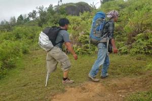 Pendaki Difabel Mencapai Puncak Gunung Sesean