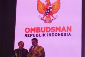 Gubernur Sulsel Terima Penghargaan Kepatuhan Dari Ombudsman