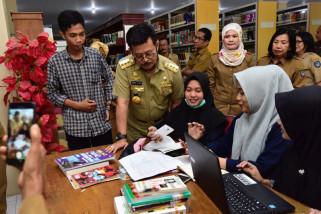 Gubernur tinjau layanan perpustakaan wilayah Sulsel