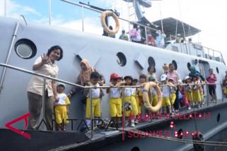 Murid TK serbu kapal perang angkatan laut