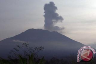 Gunung Agung kembali meletus