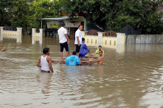 floods hit makassar, gowa in south sulawesi province