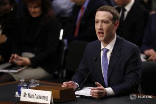 Pemimpin facebook Mark Zuckerberg bersaksi di Senat AS