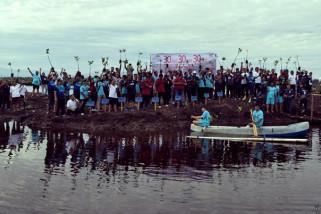 PT Mamuang tanam mangrove di pantai Pasangkayu