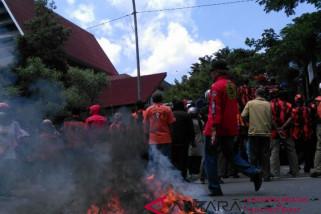 Pendukung  DIAmi datangi kantor DPRD Makassar
