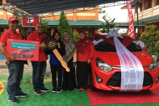 Telkomsel hadiahkan pelajar SMA Tarakan sebuah mobil