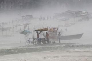 78 warga tewas akibat badai di India
