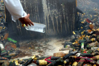 Polda Sulsel musnahkan 123 ribu botol miras