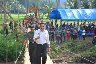 Bupati Sinjai resmikan jembatan gantung Kambuno