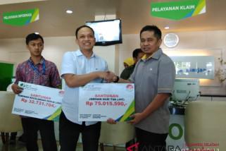 Kepala BPJS ketenagakerjaan Makassar beri santunan