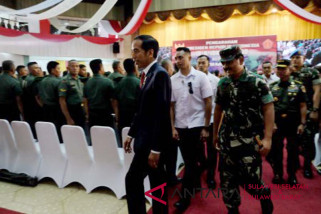President Jokowi reminds military, police to maintain neutrality