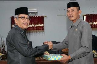 Wakil Bupati  Bantaeng serahkan Ranperda APBD 2017