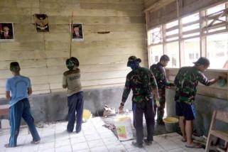 TNI rehab sekolah di Majene