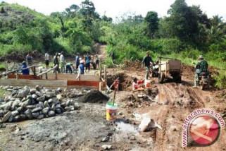 TNI bangun jalan 2.450 meter di Majene