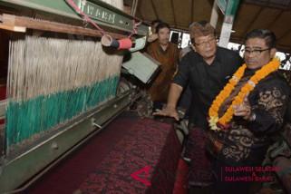 Kerjasama tenun Bali Magis
