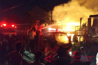 20 unit pemukiman warga Mamuju terbakar