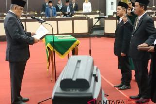 Ketua  DPRD Sulsel lantik dua anggota baru