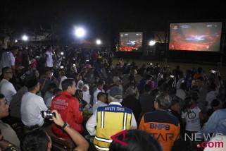 Presiden Joko Widodo menyapa GBK dari tenda pengungsi Lombok