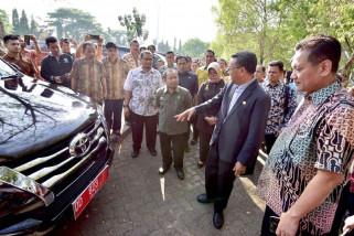 Gubernur minta kendaraan dinas tua segera dilelang