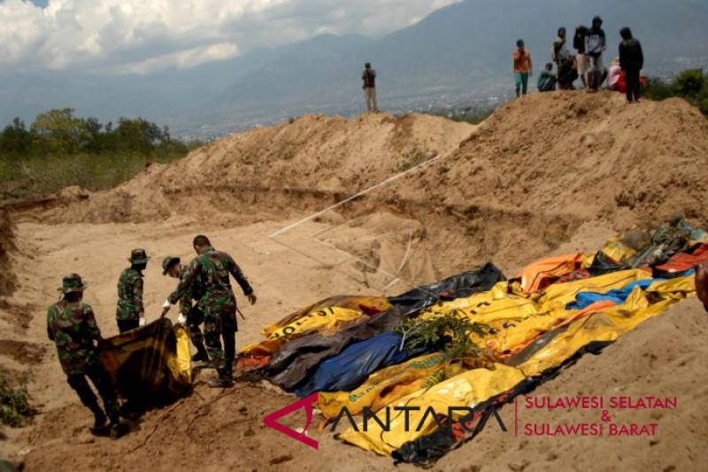 Pemakaman massal korban gempa Palu