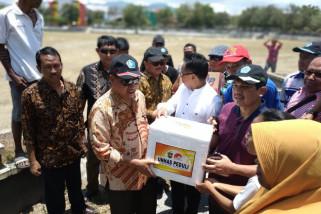 Menristekdikti serahkan bantuan Unhas untuk korban gempa