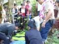 BOLTIM, 30/6 -PEMBUNUHAN SADIS. Elvira Mokoginta (11) yang ditemukan tewas Rabu sore (29/6), setelah hilang empat hari sejak Minggu sore (26/6) lalu. Dia ditemukan tewas dalam keadaan terbakar di Perkebunan Soyowan, Kecamatan Ratatotok, Kabupaten Minahasa Tenggara. Mayat Vira ditemukan setelah pihak keluarga meminta bantuan paranormal, karena tersangka Benny Manopo (50) alias Bram terus bungkam meski anggota Polsek Urban Kotabunan terus memaksa tersangka. (Foto ANTARA Sulut/Candra Modeong/Roel/10).