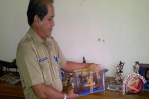 Patung coelacanth souvenir resmi Munas Apeksi